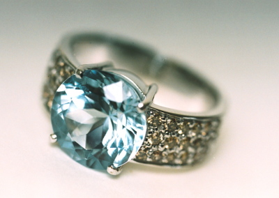 Elle Ring in 18k white gold with 5 carat aquamarine and brown diamonds